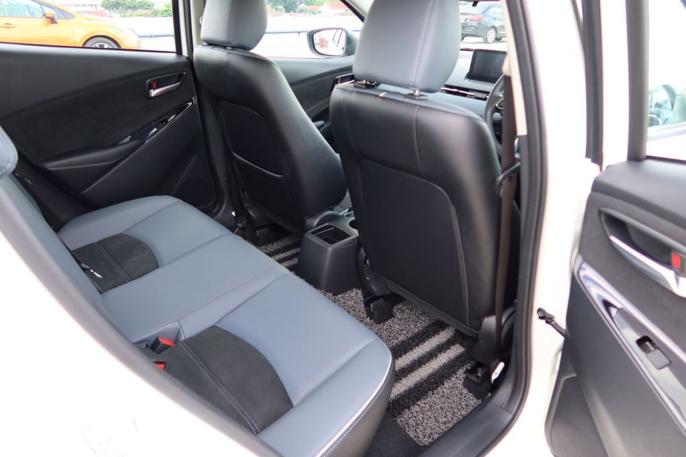 Mazda 2 sedan facelift rear seats