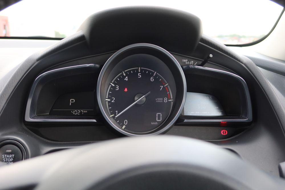 Mazda 2 sedan facelift meter cluster