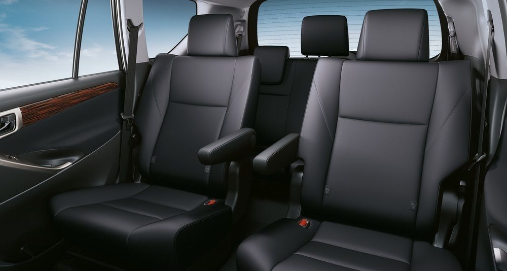 kereta raya,transport raya,Toyota Innova,captain seats