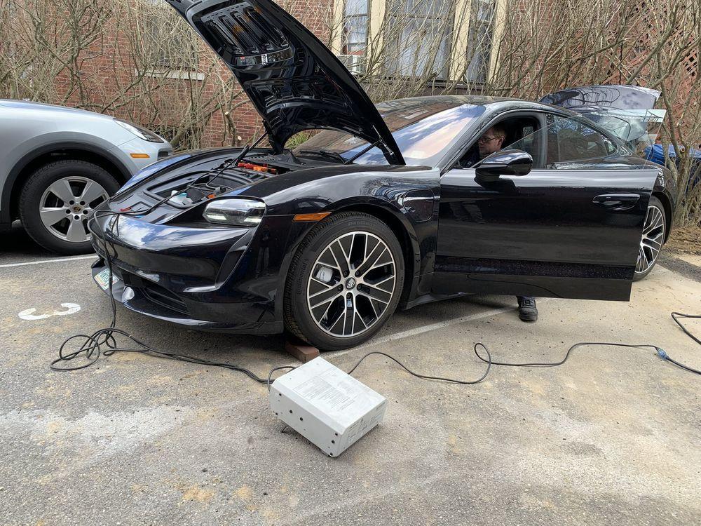 2021 Porsche Taycan  12V power loss