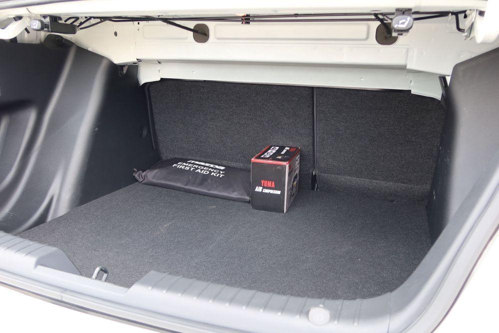 Mazda 2 sedan facelift boot