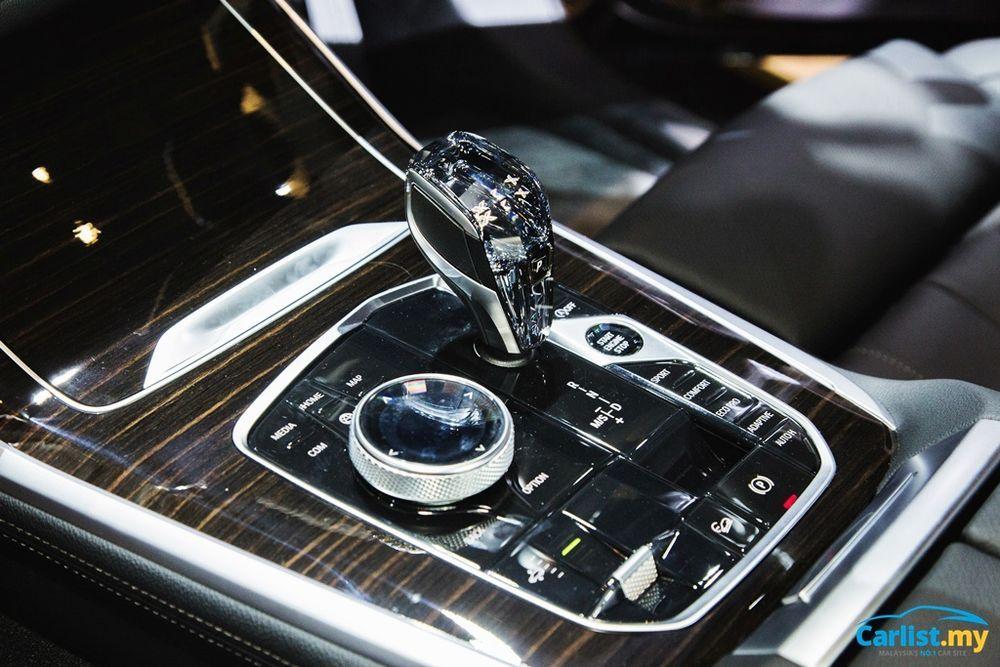 2021 BMW X7 xDrive40i Gearshifter