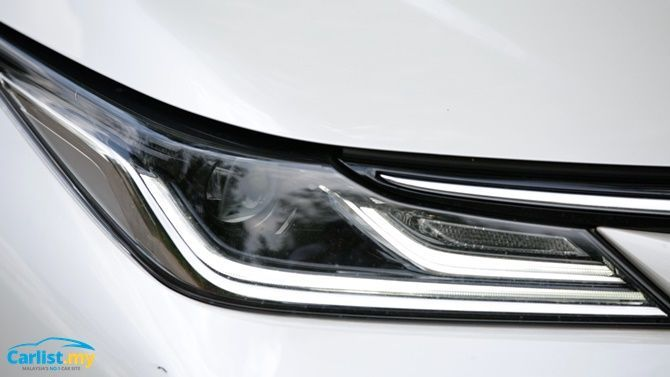 An Evergreen Experience Review 2020 Toyota Corolla 1 8 G Headlights
