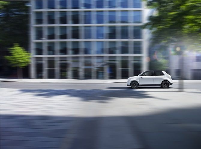 Honda e Makes Japanese Car History By Winning German Car Of The Year Side View