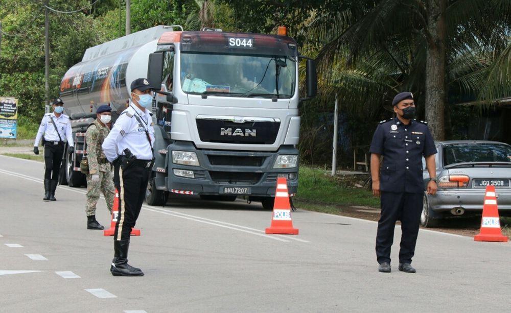roadblock,sekatan jalan raya,pdrm,lori,kenderaan berat