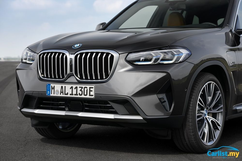 Facelifted BMW (G01) X3 and (G02) X4 LCI front
