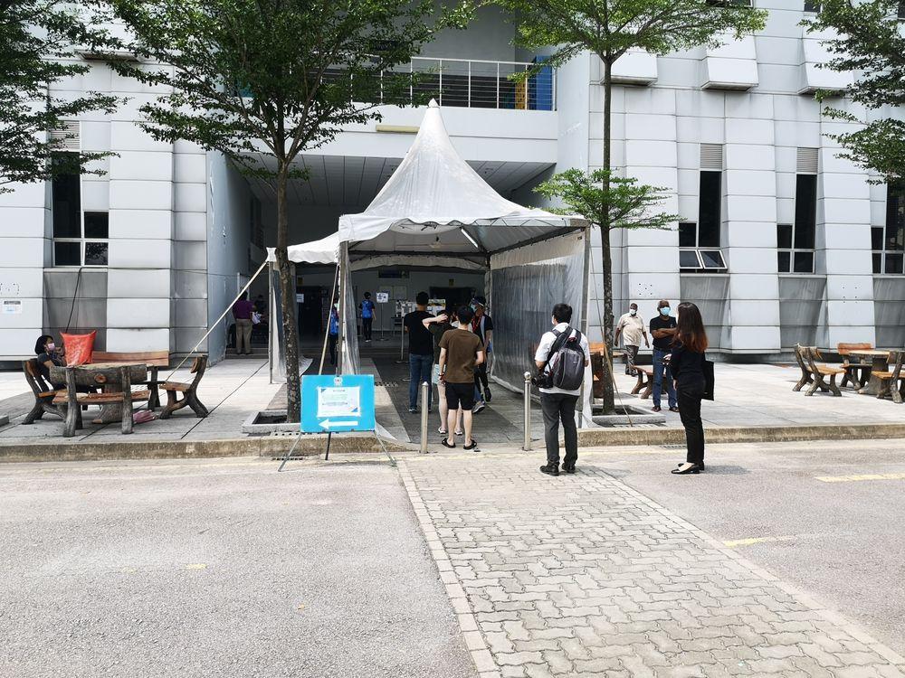Entrance to Dewan Peperiksaan 1, Universiti Malaysia AstraZeneca vaccine