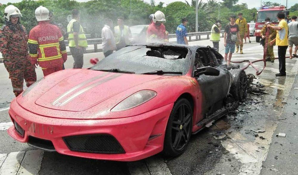 Sebuah Ferrari model F430 ditemui terbakar sebelum dipadamkan bomba.