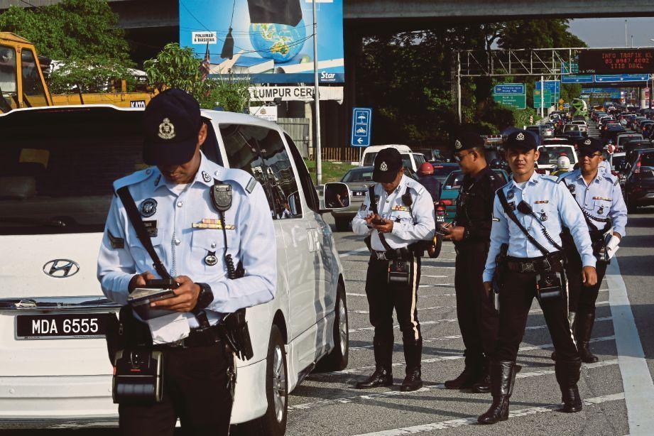 polis trafik,sekatan jalan raya,ekzos bising,roadblock