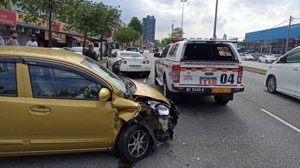 keadaan depan kereta Myvi yang musnah akibat kemalangan