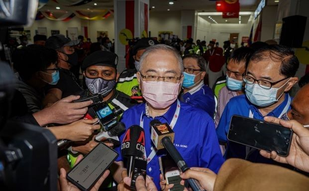 Wee Ka Siong,Menteri Pengangkutan,Isu ekzos bising, Perhimpunan Agung UMNO
