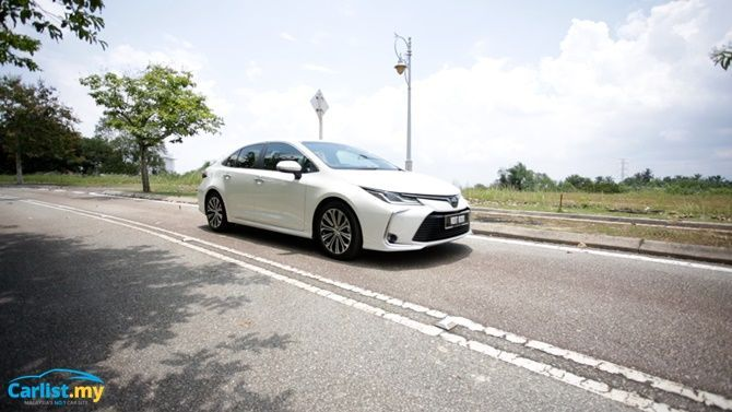 An Evergreen Experience Review 2020 Toyota Corolla 1 8 G Exterior Driving Front Three Quarter