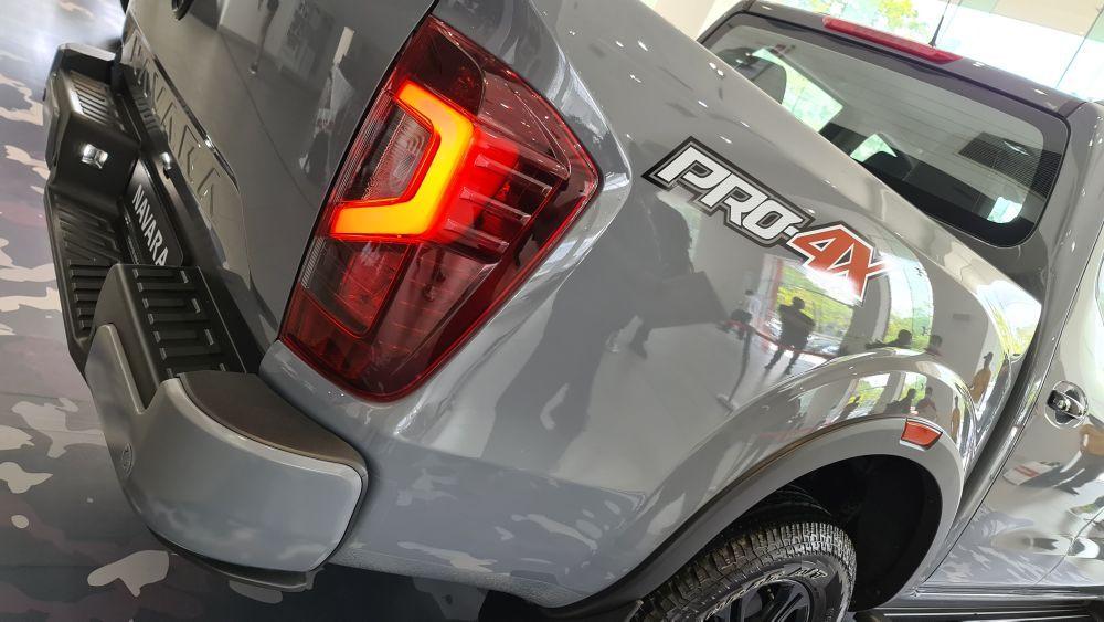 Nissan Navara Pro-4X taillights