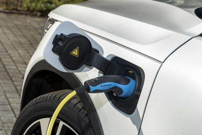 Volvo Is Probably Launching The XC40 Recharge T5 PHEV Here Soon Charging