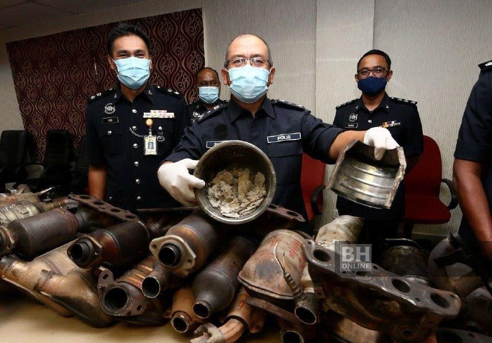Polis Melaka berkas Geng Emas Putih