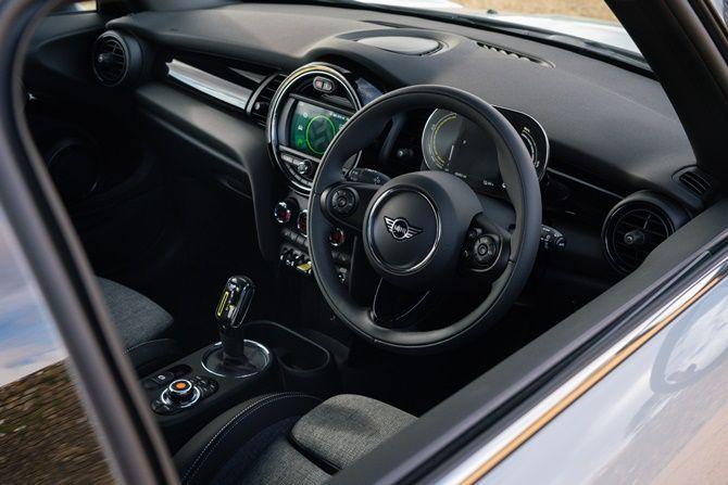 Will MINI Still Be Fun To Drive When They Are All Electric MINI Cooper SE interior