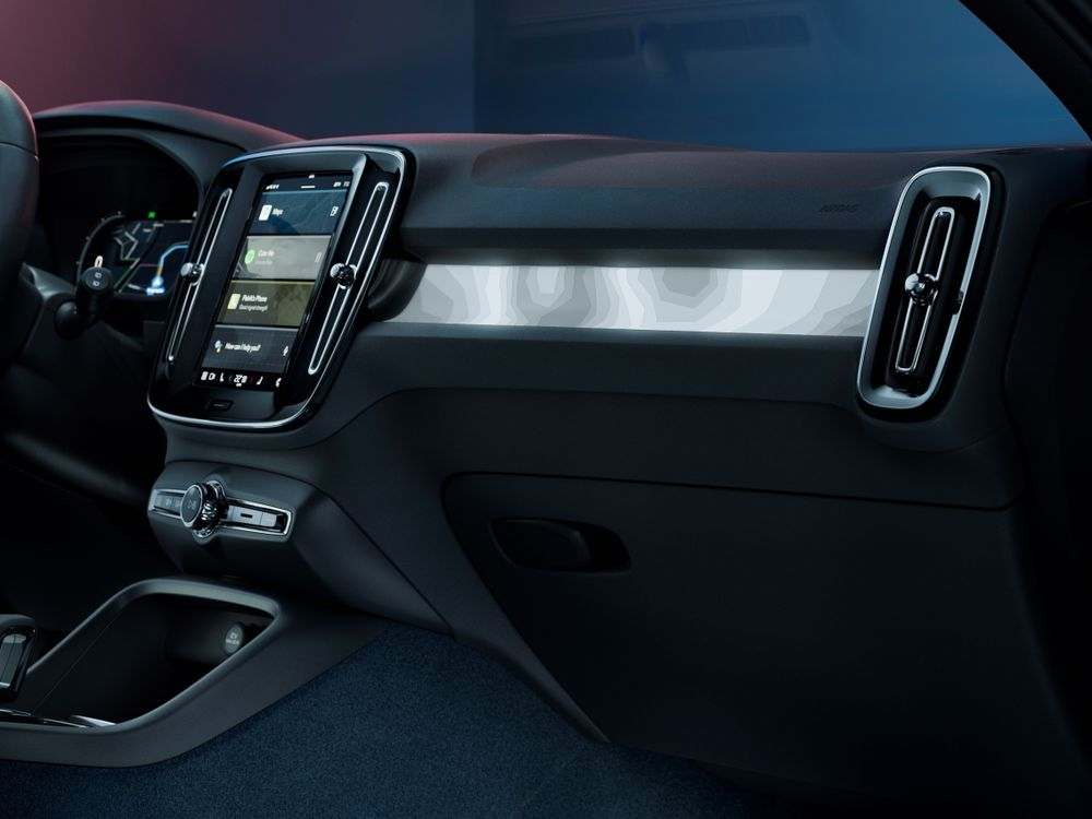 2021 Volvo C40 Recharge backlit ambience