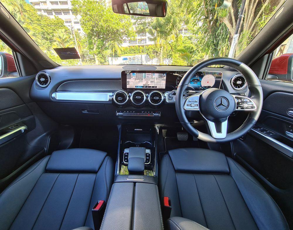 2021 GLB 200 interior