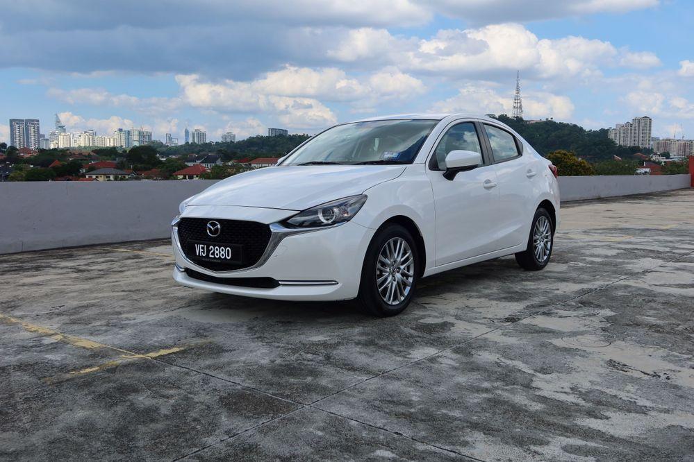 Mazda 2 sedan facelift
