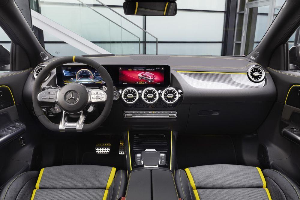 Mercedes-gla 45 amg s interior