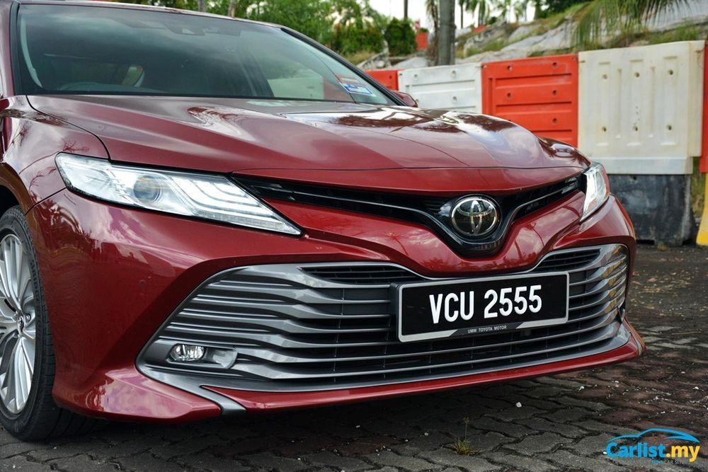 2020 Toyota Camry 2.5V Front