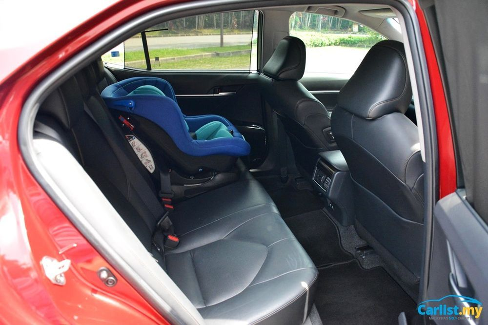 2020 Toyota Camry 2.5V rear seat
