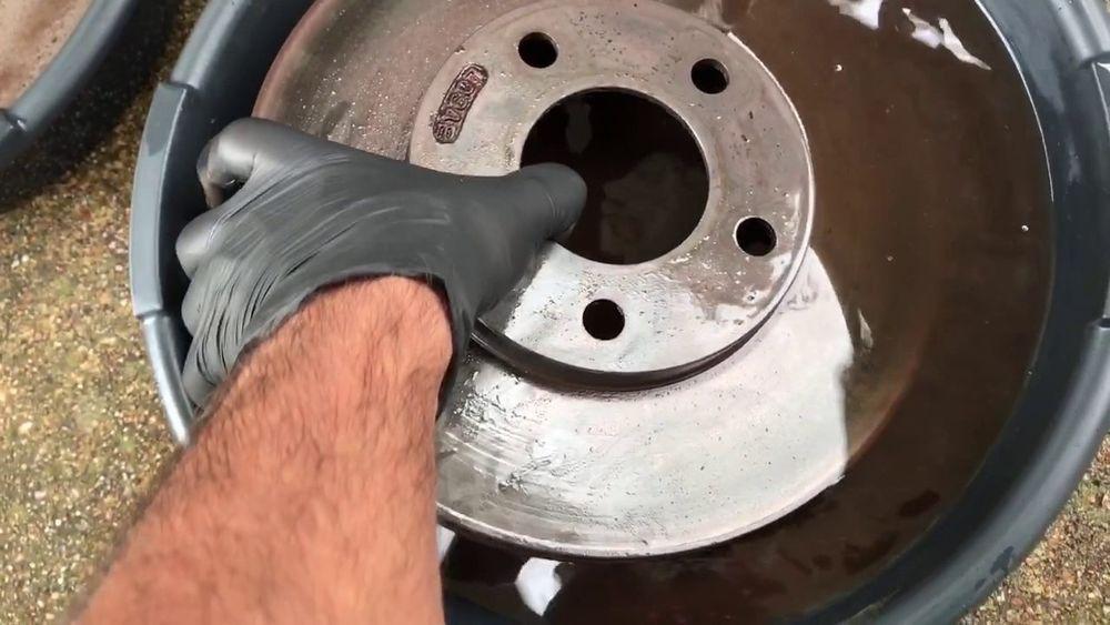 Brake disc cleaning vinegar