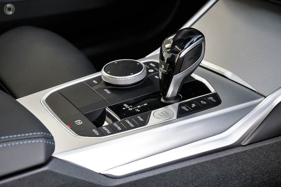 BMW M340i xDrive gear shifter