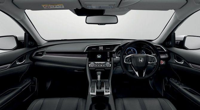 2020 Honda Civic vs 2020 Toyota Corolla Civic Interior