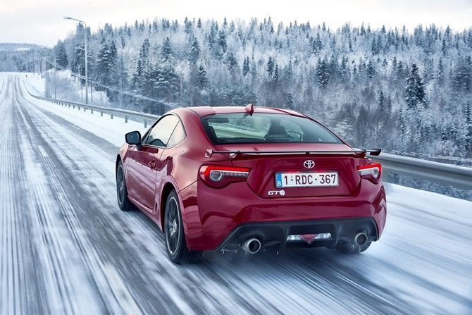 Why We Still Love The Toyota 86 And Subaru BRZ Snow Driving