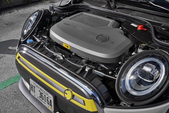 First Drive MINI Cooper SE Realistic Electric Mobility Engine