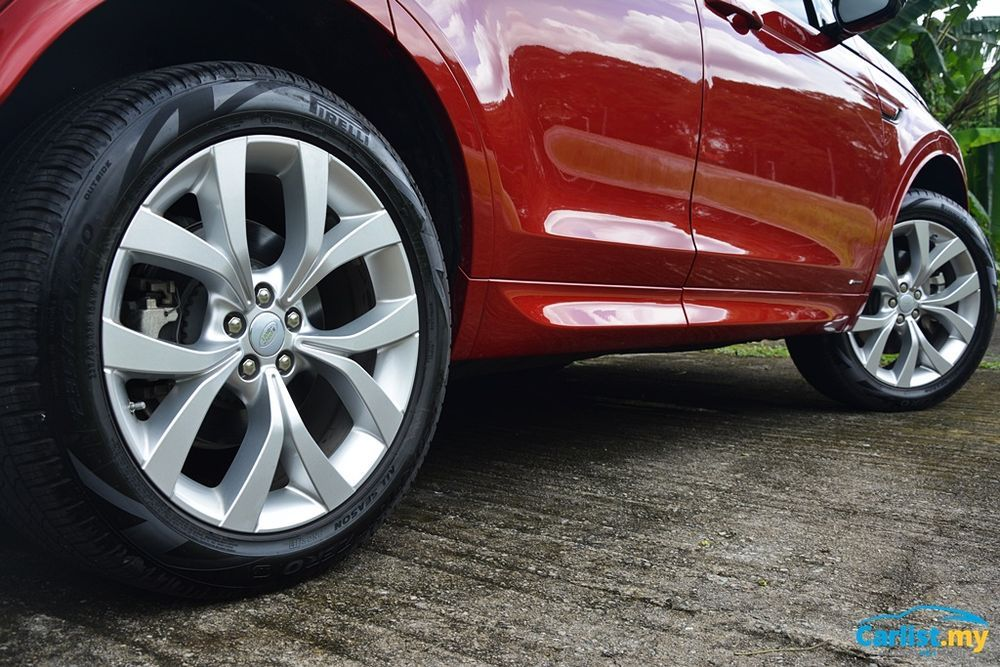2020 Land Rover Discovery Sport 2.0L R Dynamic wheels