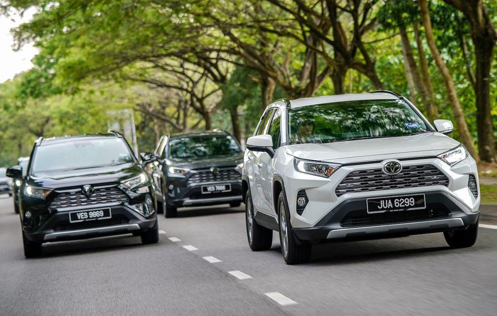 2020 Toyota RAV4 - Convoy in formation