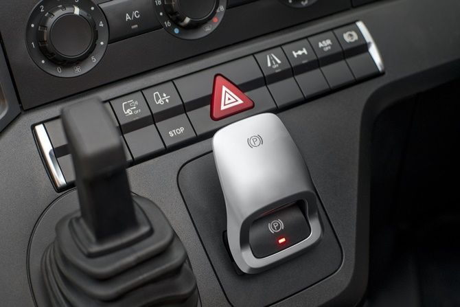 The Award-Winning Actros Is Finally Here Centre Console