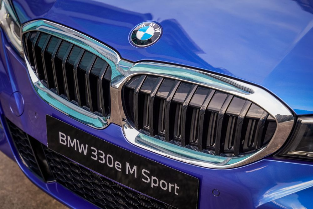 BMW G20 330e M Sport front grille