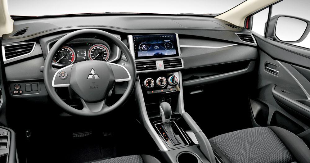 Mitsubishi Xpander cockpit