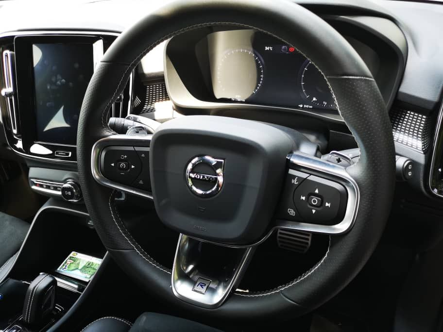 Volvo XC40 T5 AWD R-Design Steering Wheel