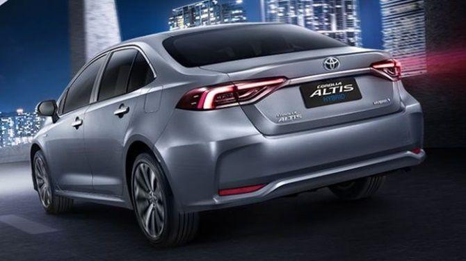 2020 Honda Civic vs 2020 Toyota Corolla Rear Three Quarter