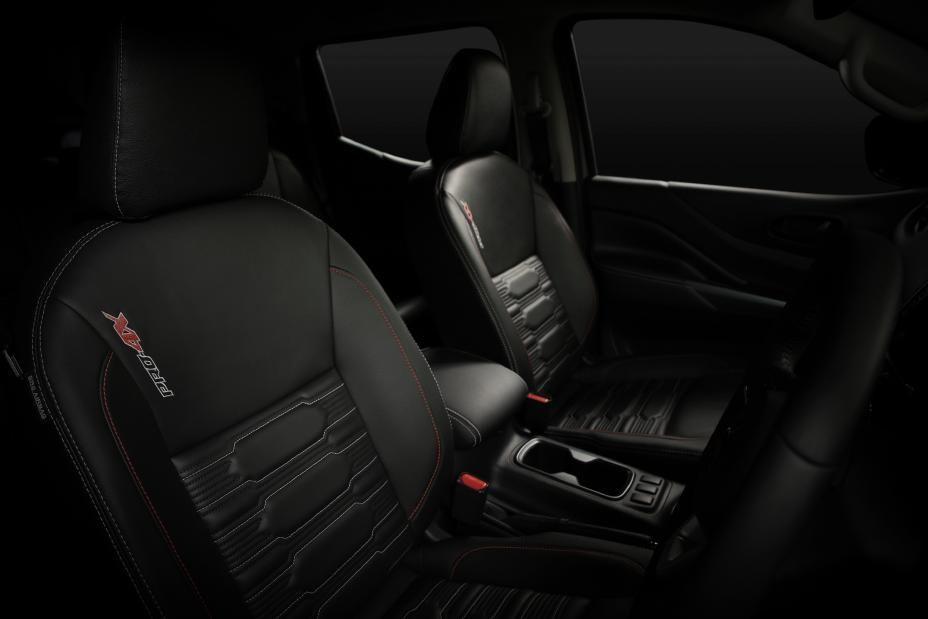 Nissan Navara facelift seats
