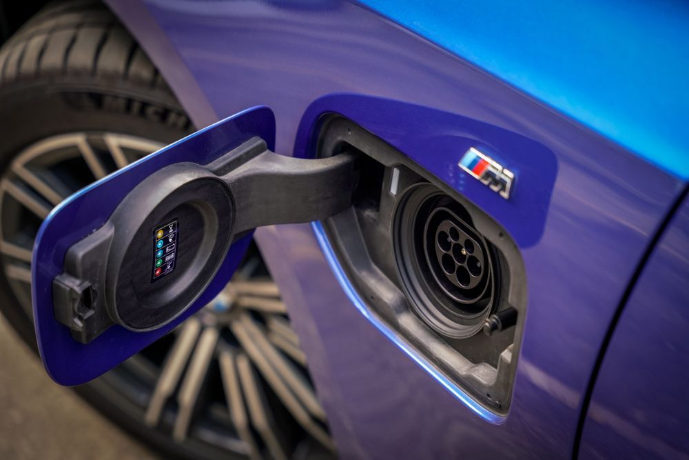 BMW G20 330e M Sport charging port