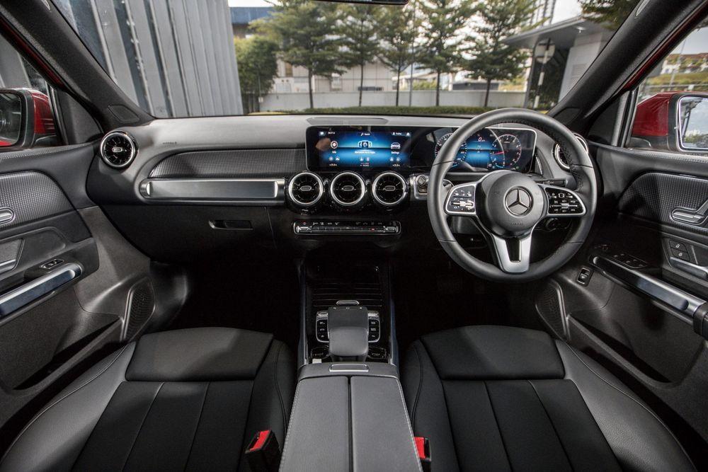 mercedes-benz glb 200 interior