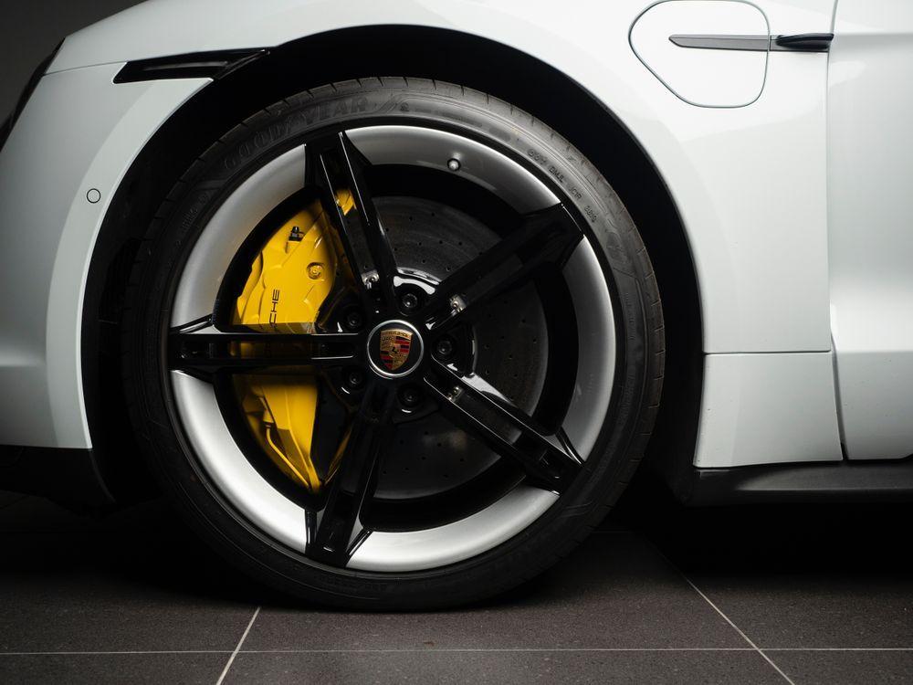 Taycan brakes