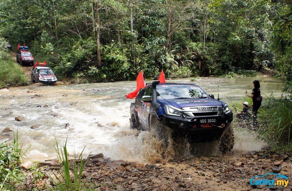 2019 Borneo Safari Expedition - River crossing