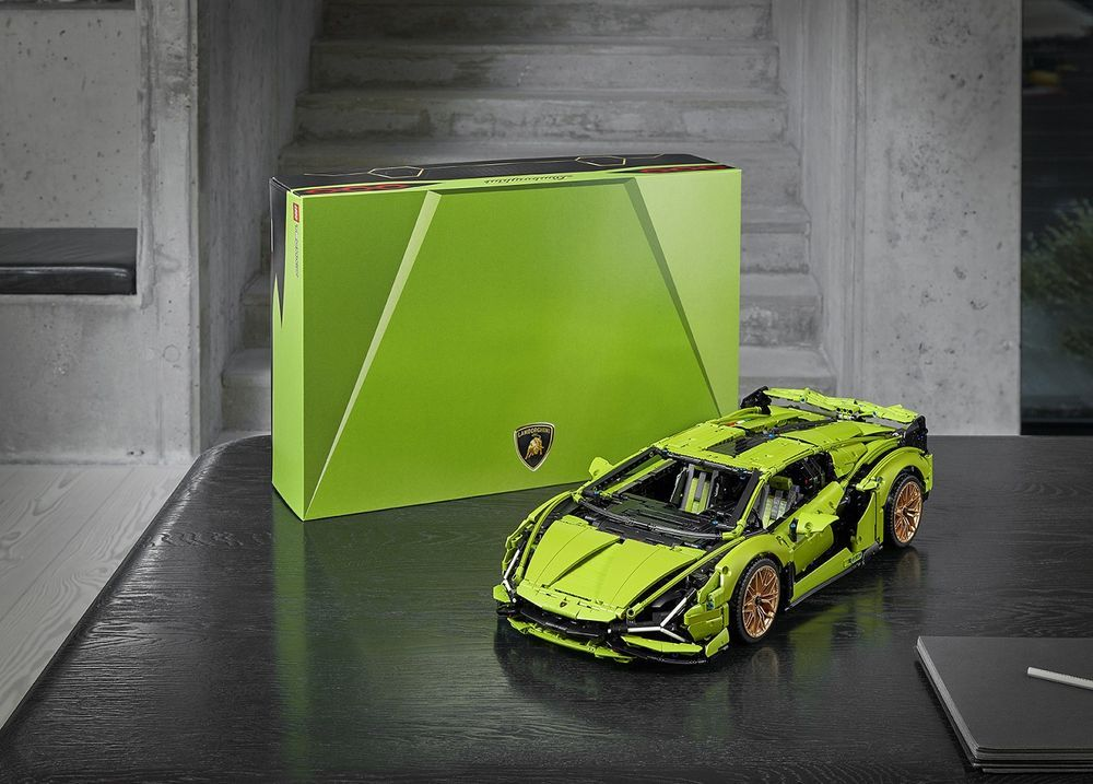 Lamborghini Sian display with the box