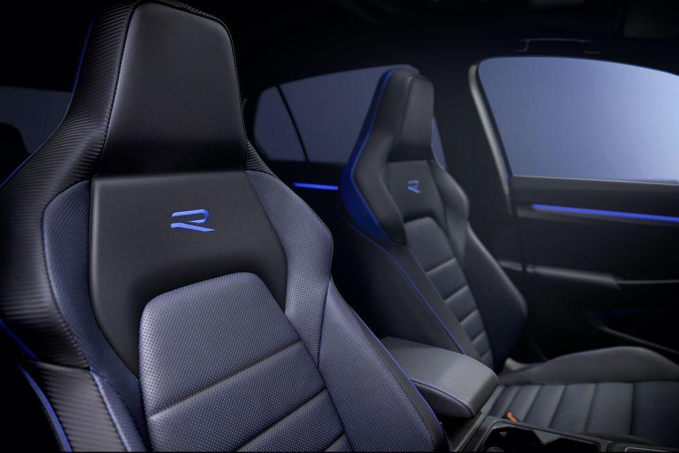 2022 Volkswagen Golf R seats