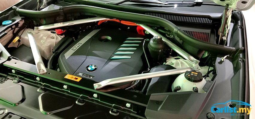 BMW X5 xDrive45e M Sport Engine