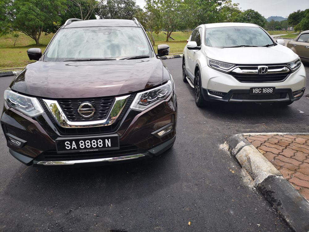 Nissan X-Trail Hybrid 2.0 and Honda CR-V