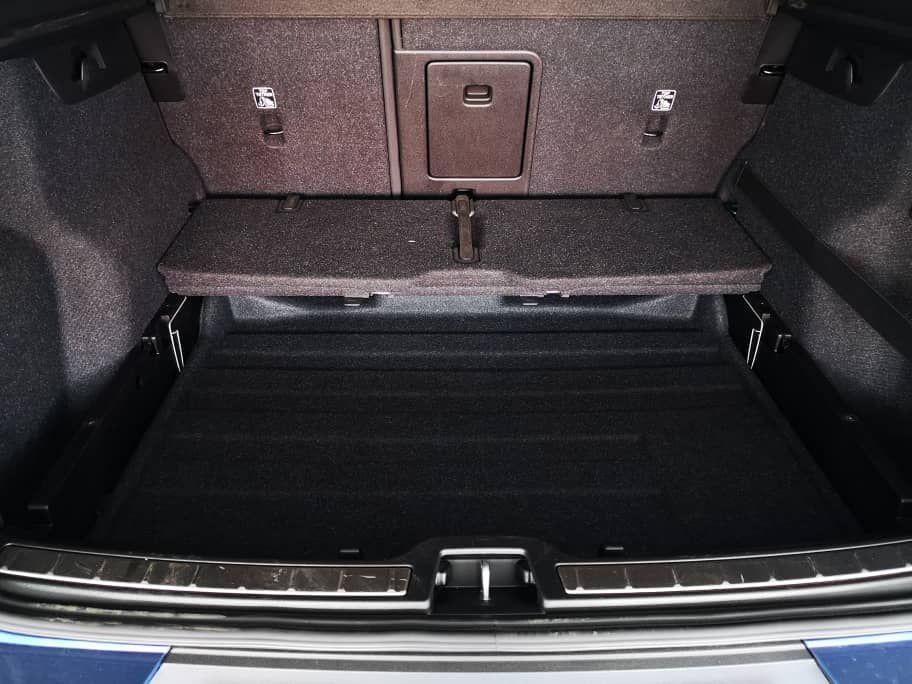 Volvo XC40 T5 AWD R-Design Retractable Lid
