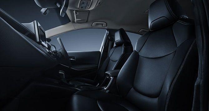 2020 Honda Civic vs 2020 Toyota Corolla Interior