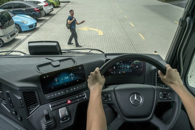 The Award-Winning Actros Is Finally Here Pedestrian